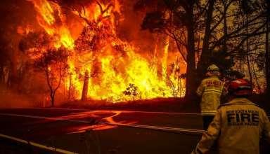 Lính cứu hỏa tự nguyện Australia đối phó với ngọn lửa ở ngoại ô thành phố Bilpin, New South Wales. (Nguồn: Getty)