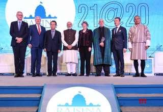 Thủ tướng Narendra Modi cùng với 7 cựu lãnh đạo nhà nước hoặc chính phủ tại phiên khai mạc Đối thoại Raisina 2020, tối 14/1 tại New Delhi. (Nguồn: IANS)