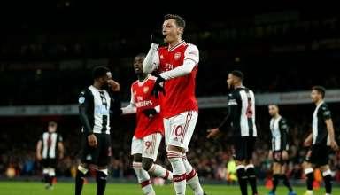 Ozil có bàn thắng đầu tiên trong mùa 2019-2020. Ảnh:AFP.
