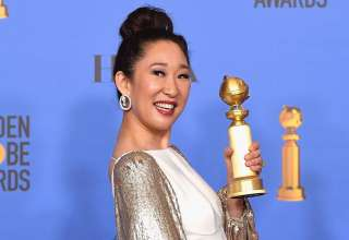 Sandra Oh trong giây phút lịch sử nhận giải thưởng để đời của mình.