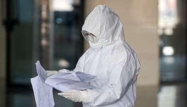 Nhân viên y tế tại một bệnh viện ở tỉnh Hồ Bắc, Trung Quốc, hôm 9/2. Ảnh:Reuters.
